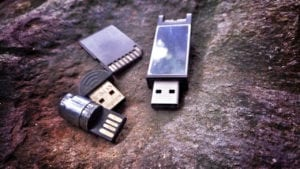 SD Card vs Flash Drive Revisited - Which one the best portable storage? - SD Card vs Flash Drive 300x169