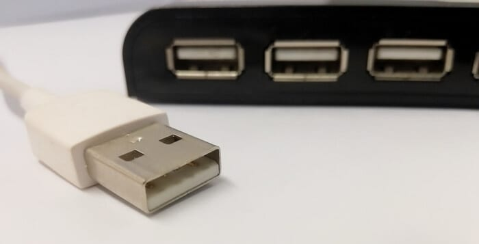 USB A port - How to Connect Phone to Laptop with USB [Dummy Guide] 4