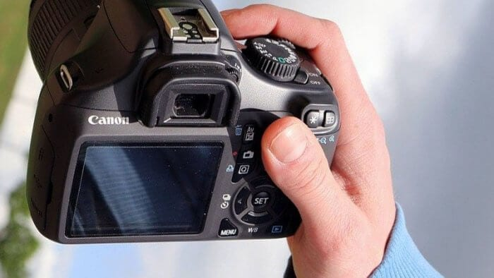 dslr camera - 4 Ways to Transfer Photos from Camera to Computer without USB Port 3